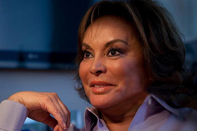 Elba Esther solicita amparo contra orden de aprehensión