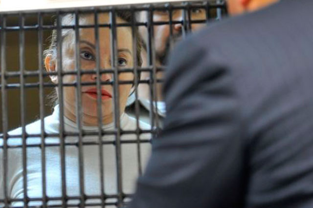 Juez permite a Gordillo salir de la cárcel para recibir atención médica