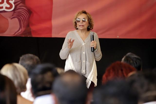 En 3.7 mdd vende Elba Esther su casa en San Diego, California