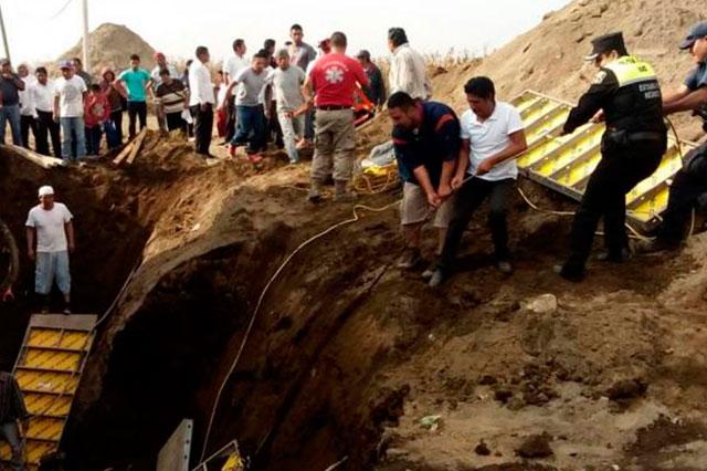 Derrumbe sepulta y mata a 2 trabajadores en drenaje del Edomex