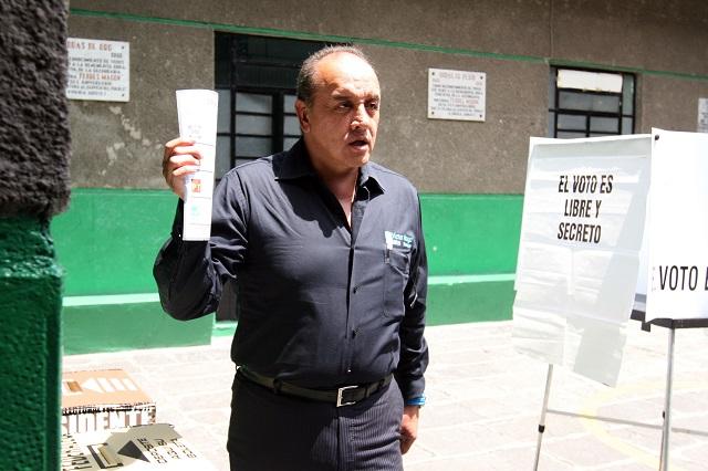 Destituyen a Víctor Hugo Islas como director del Colegio de Bachilleres