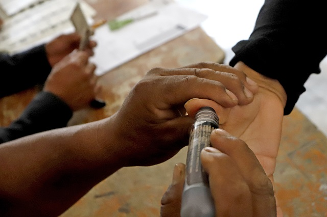 Votan en Puebla sin credencial o sin figurar en listado, admite el INE
