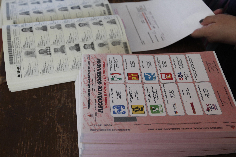 Pide Morena destituir a consejeros de Libres por extraer paquetes