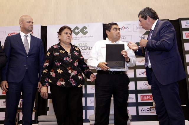 Gobierno no extorsionará más a empresarios, dice Barbosa al CCE