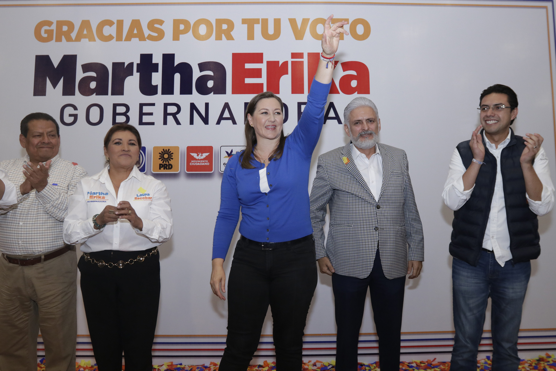 Pide Martha Erika a seguidores aguantar porras y no cantar victoria