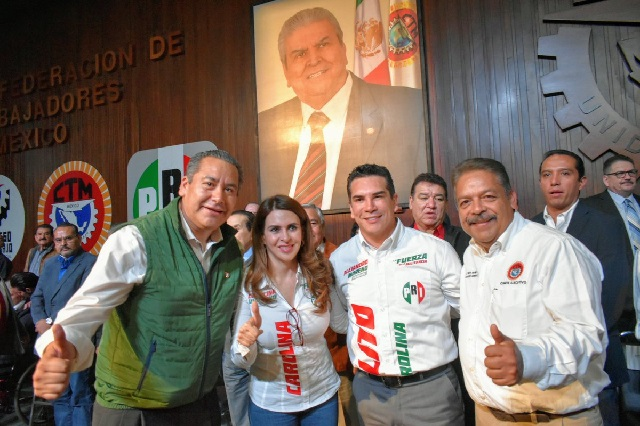 Soto se pavonea con candidatos del PRI y va con Morena en Puebla
