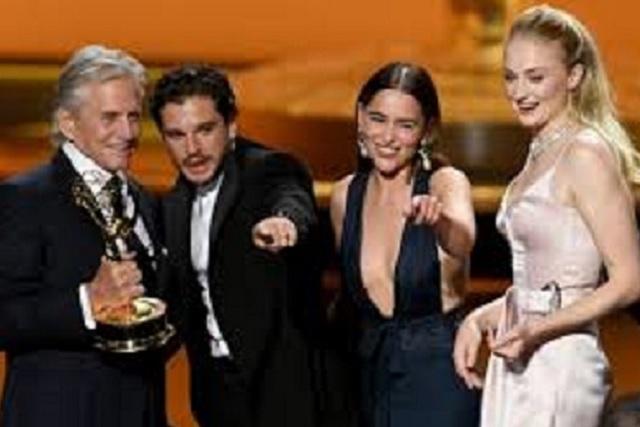 Elenco de Game of Thrones se reencuentra en los Emmys
