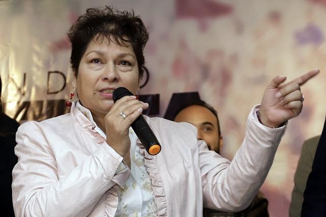 Madre de Claudia Rivera llega a Comisión de Justicia de Morena