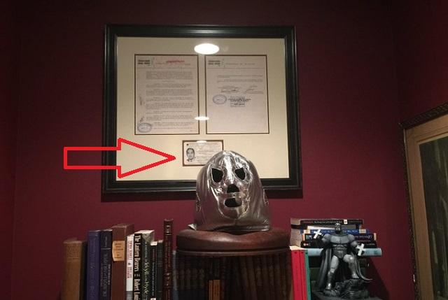 Reviven foto de El Santo sin máscara en credencial de la ANDA