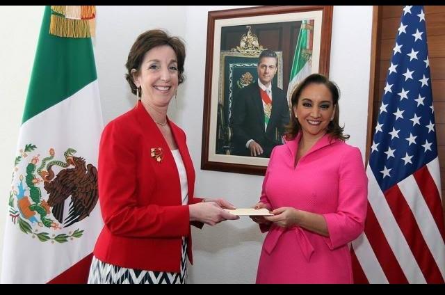 Embajadora de EU en México entrega sus cartas credencias en la SRE