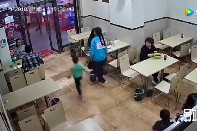 Mujer cobra venganza de un niño y en redes la odian por lo que hizo