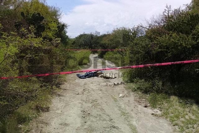 Embolsado y con mensaje tiran cadáver en Tecamachalco