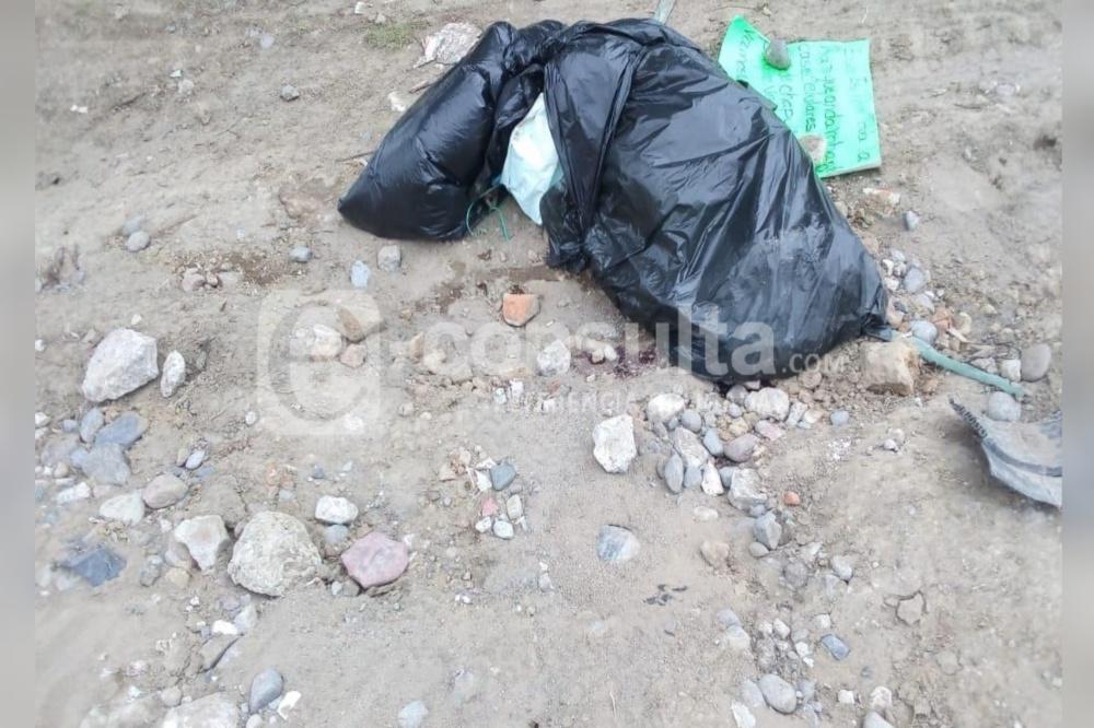Hallan cadáver embolsado y con narcomensaje en El Verde