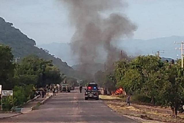 Sicarios emboscan y matan a 14 policías en Michoacán