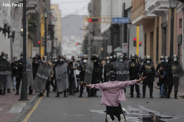 Violencia en Perú: seguidores   de Vizcarra  acusan  golpe de Estado