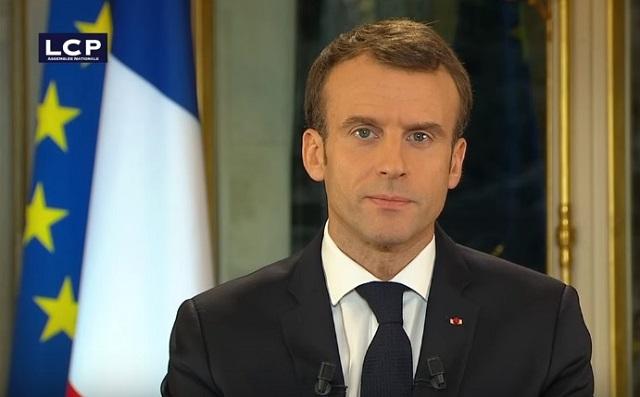 Francia aumenta salario mínimo para calmar la ira de los Chalecos Amarillos