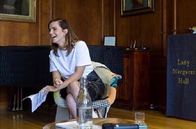 Captan a Emma Watson besando a un hombre misterioso