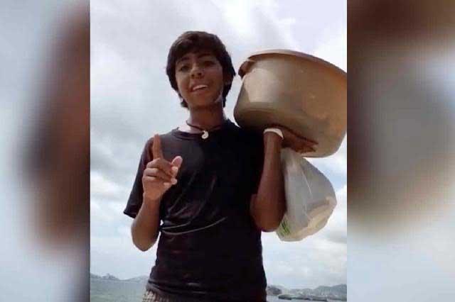 Empresarios pelean por contratar al joven que vende empanadas