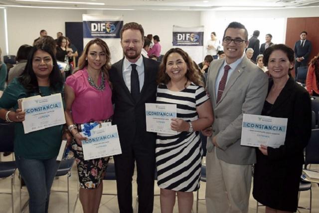Banck reconoce a mujeres del diplomado Emprende tu Mejor Versión