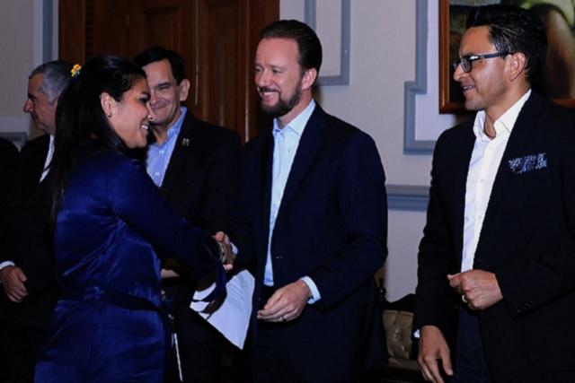 Emprendedores concluyen diplomado de internacionalización de PYMES