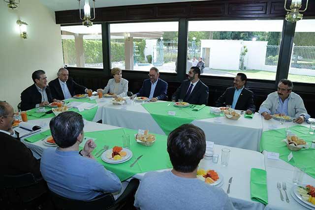 Revisa SGG estrategias de seguridad con empresarios de Tehuacán