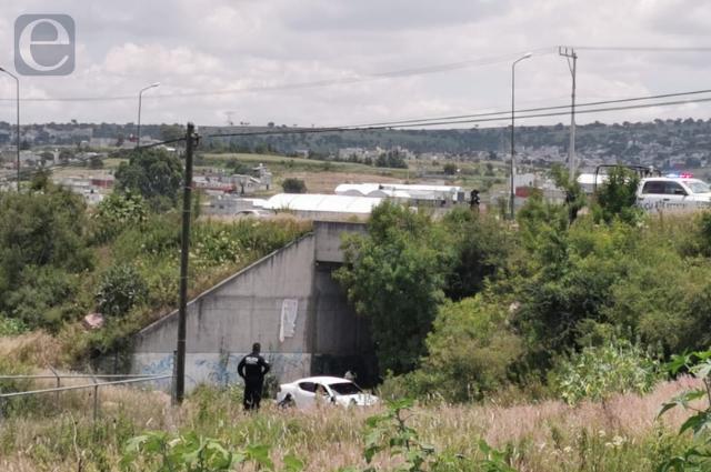 Hallan encobijado y torturado en Lomas de Santa Catarina