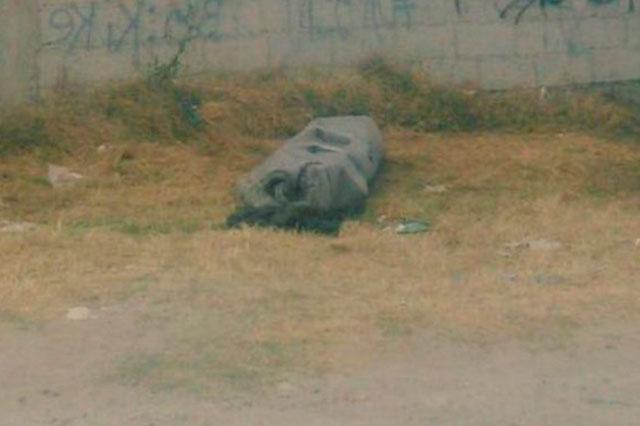 Envuelven cadáver y lo dejan en la colonia Granjas Puebla