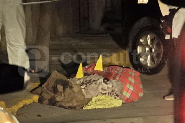Desde una camioneta arrojan cadáver desmembrado, en Atlixco