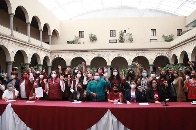 Firman manifiesto por los derechos políticos de las mujeres, en Puebla