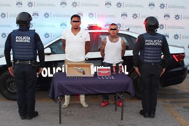 Los detienen en Puebla por llevar drogas y armas de fuego