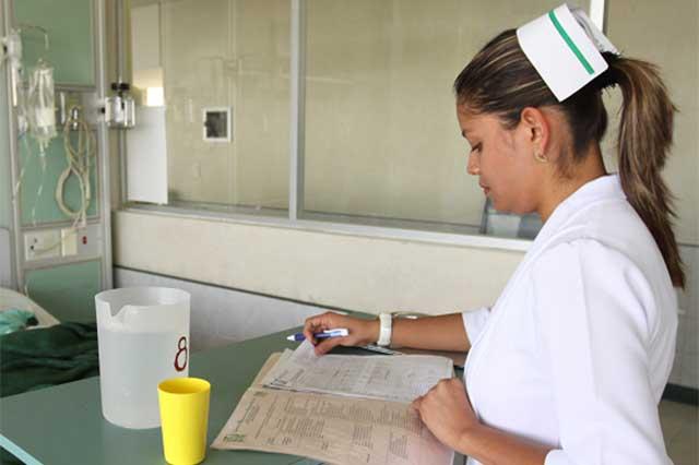 Déficit de enfermeros en todo el país por bajos salarios: Upaep