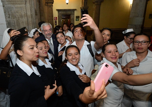 Enfermería, la profesión más respetada en México