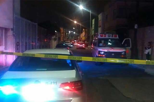 A unas cuadras de FGE policías se enfrentan a balazos a ladrones