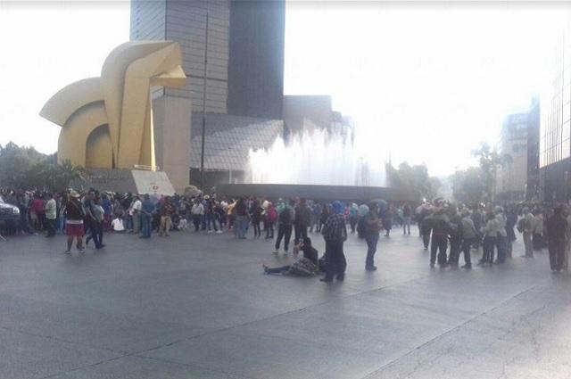 Tras enfrentamiento con policías, la CNTE bloquea Paseo de la Reforma