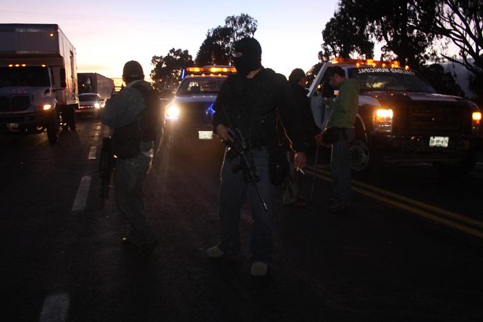 Policías persiguen y balean a presunto vándalo, en Atlixco