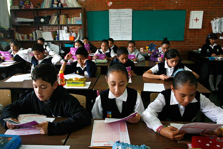 Deportan a 10 alumnos de EU y son reubicados en Izúcar