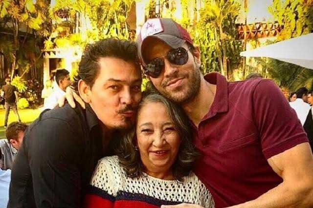 Enrique Iglesias festejó el cumpleaños de uno de sus amigos en México