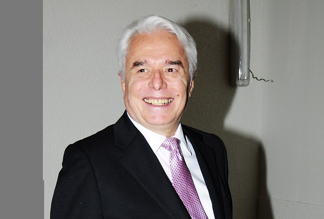 Enrique Guzmán prefiere hacer un dueto con Belinda que con Frida Sofía