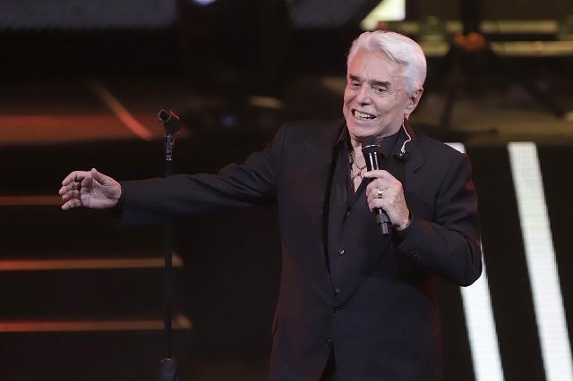 Reviven video de Enrique Guzmán tocando seno de Verónica Castro