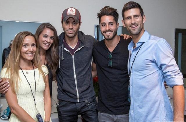 Enrique Iglesias presume que Novak Djokovic es uno de sus fans