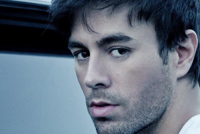 Fan de Enrique Iglesias se tatúa uno de sus temas en el brazo
