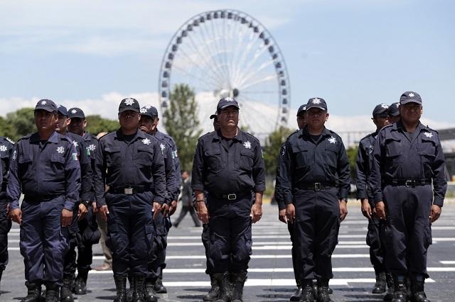Apapachan a personal de seguridad con bono, becas y uniformes