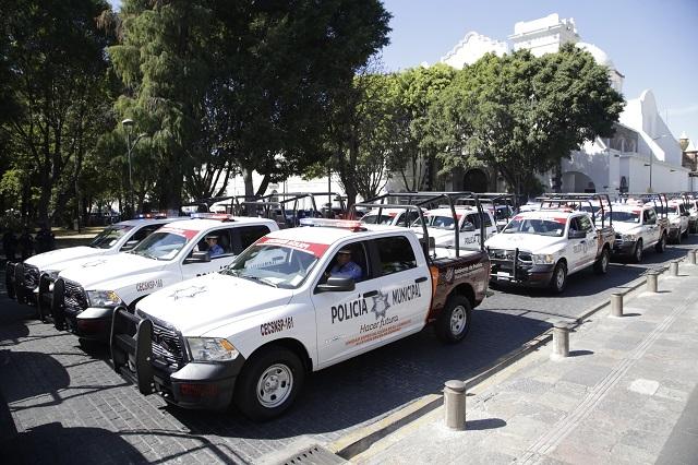 Color guinda de patrullas no viola reglamento, asegura Barbosa