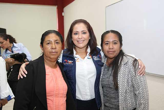 Sigue entrega de apoyos a familias afectadas por sismo: SEDIF