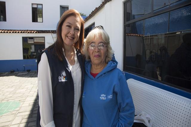 Ayuntamiento de Puebla entrega apoyos deportivos a adultos mayores
