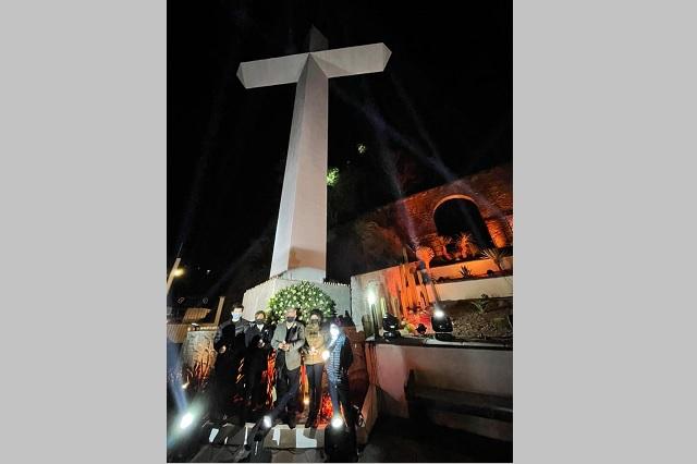 Carlos Peredo entrega el memorial 2020 que honra a víctimas de covid-19