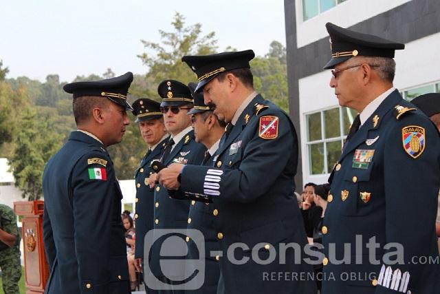 Entregan ascensos y condecoran a 45 militares en Puebla
