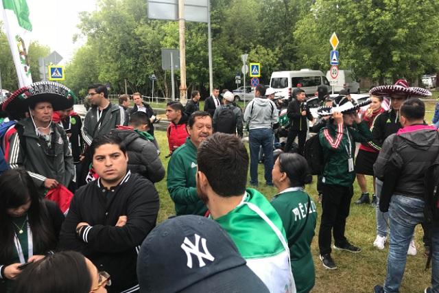 Mexicanos no pudieron ver entrenar a su selección aún con boletos