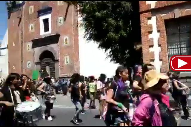 """La """"Marcha de las putas"""" llega al Centro histórico de Puebla"""