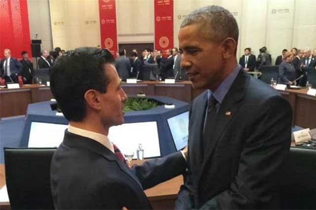 EPN y Obama intercambian saludos durante la reunión de la APEC en Perú